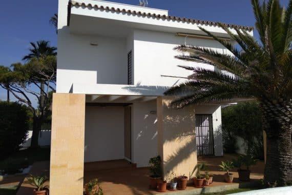 Ampliación y reforma unifamiliar en primera pista de la Barrosa de Chiclana (Cádiz)