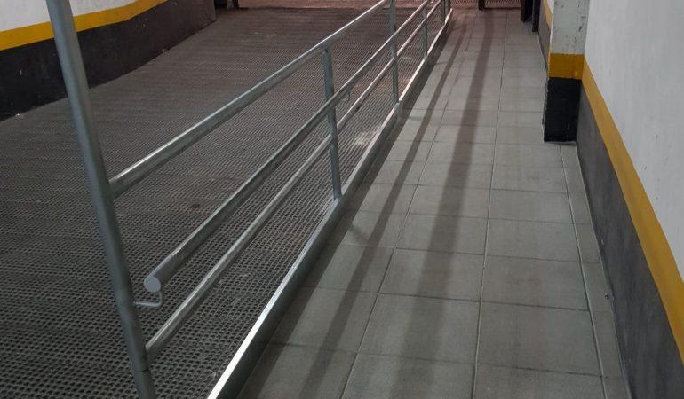 Construcción de una rampa de acceso para peatones realizada en garaje en la Calle Parlamento de Cádiz